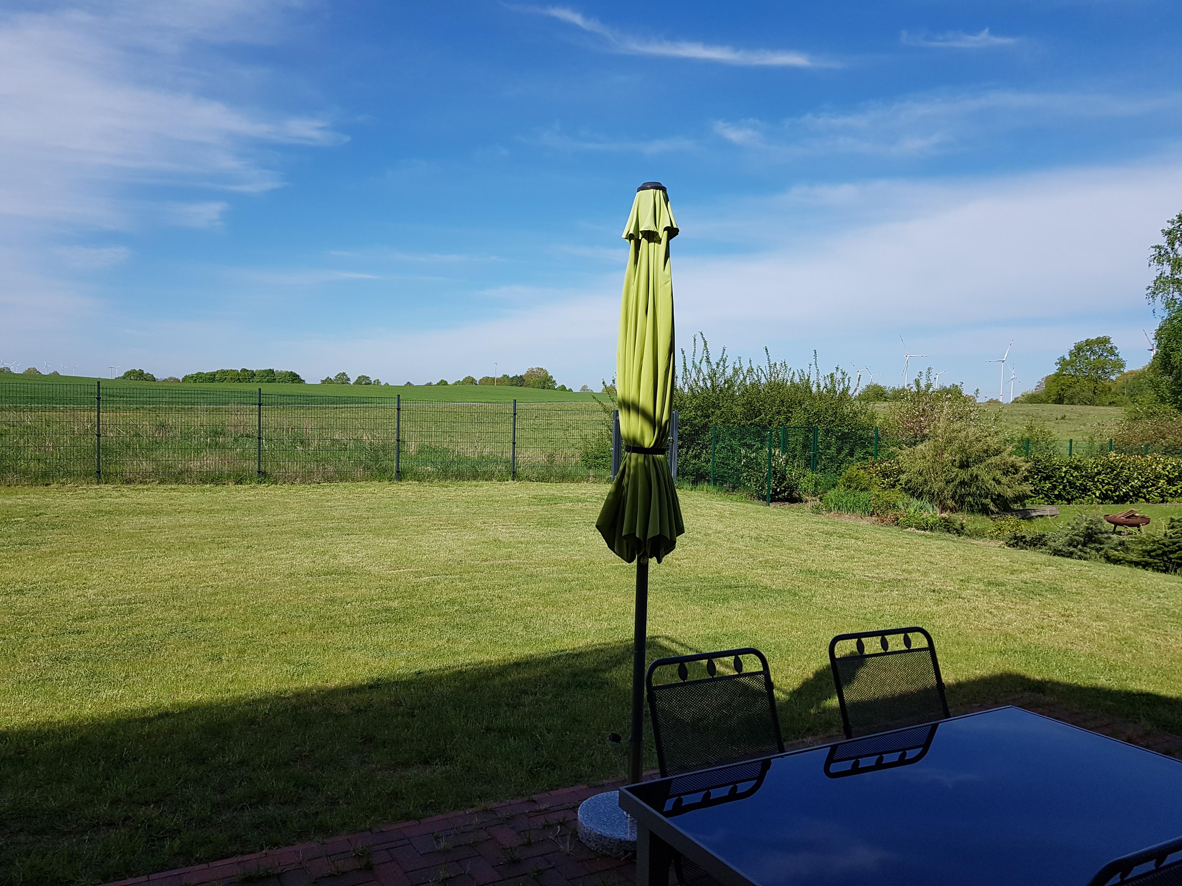 Terrasse mit Grill im Garten
